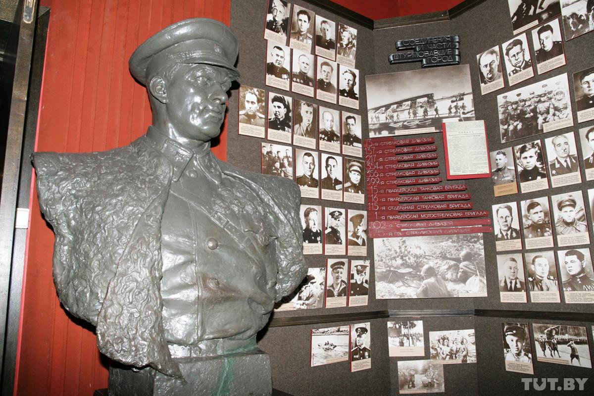 Бюст маршала Советского Союза Константина Рокоссовского.