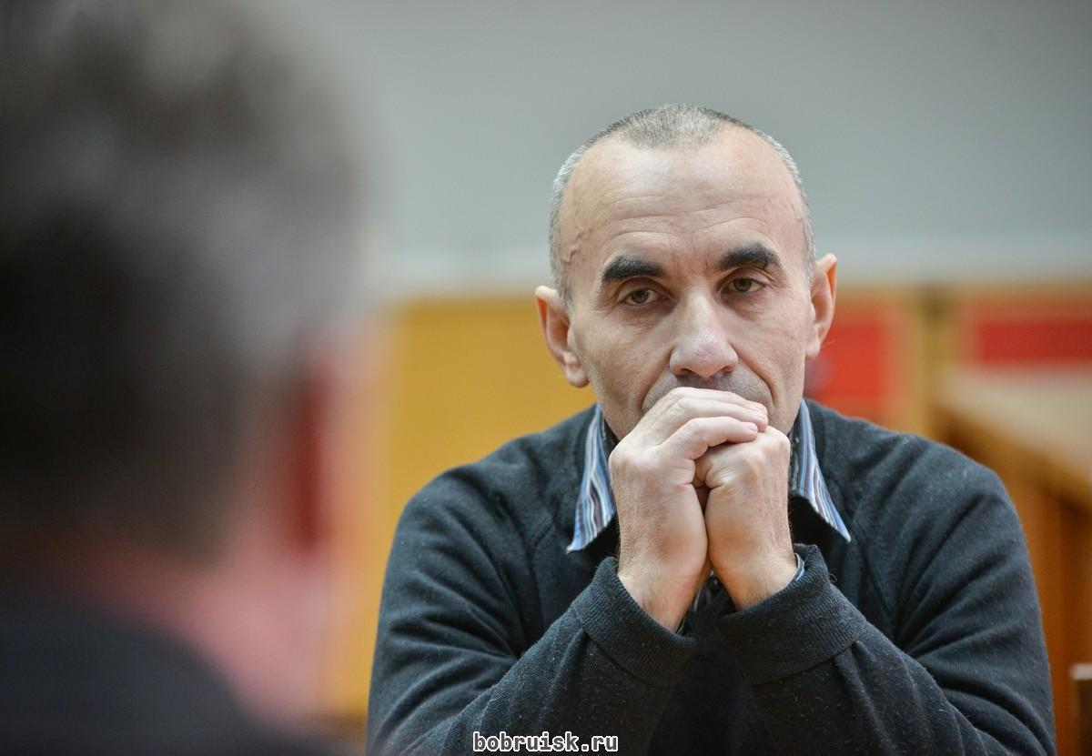 Мэр Бобруйска поговорил с уволенными работниками завода ТДиА, объявившими голодовку