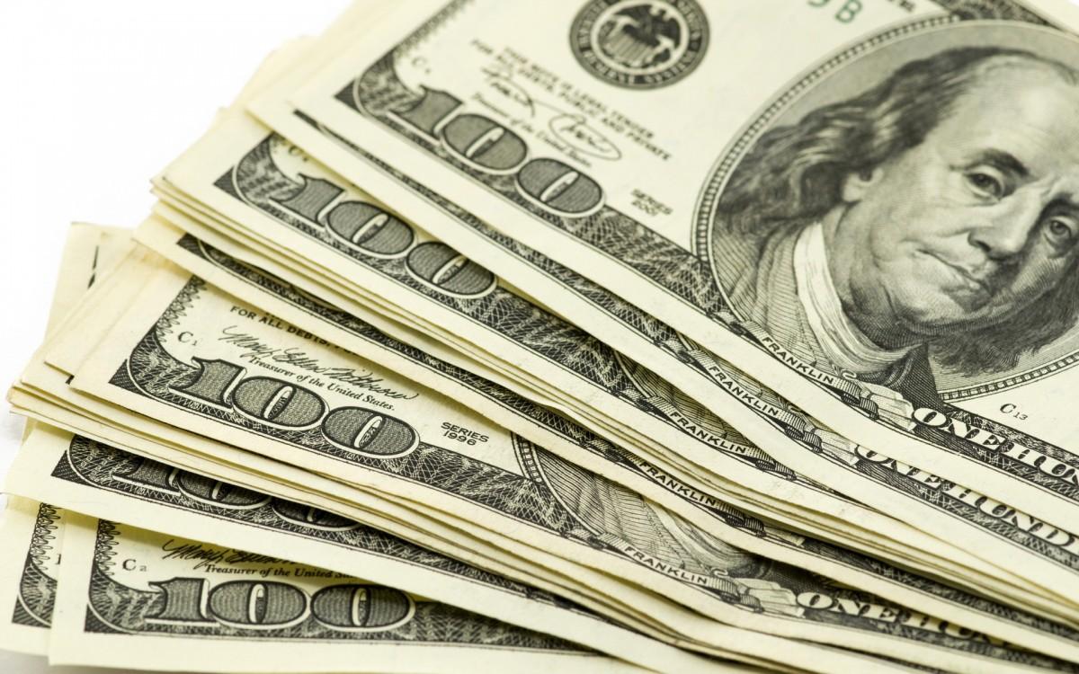 Доллар перешагнул за 15 000, евро — за 17 000
