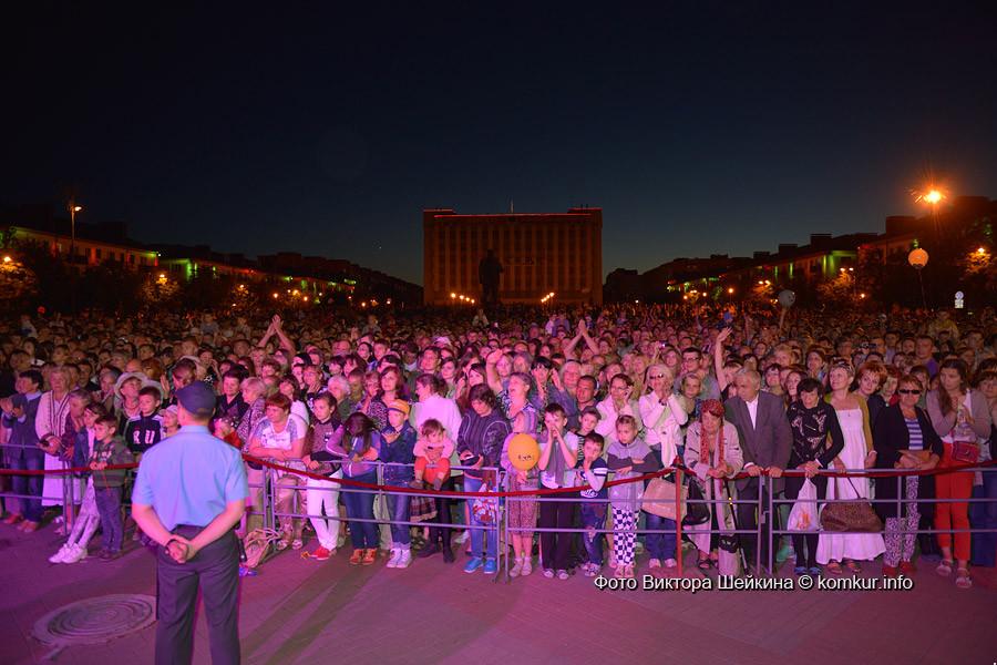 Концерт коллективов фестиваля «Венок дружбы», фейерверк и лазерное шоу в Бобруйске!