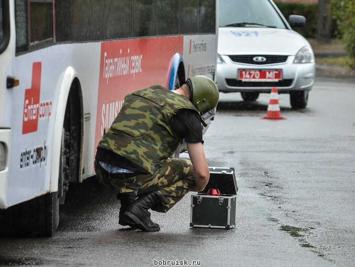 В чемодане, найденном в салоне троллейбуса, саперы обнаружили строительный инструмент