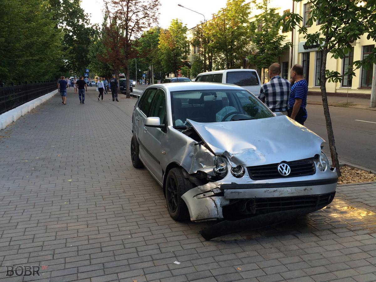 на перекрёстке улиц Интернациональная и Социалистическая в Бобруйске произошло ДТП