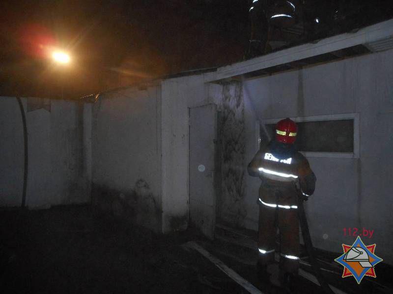 Бобруйские спасатели ликвидировали пожар на деревообрабатывающем предприятии