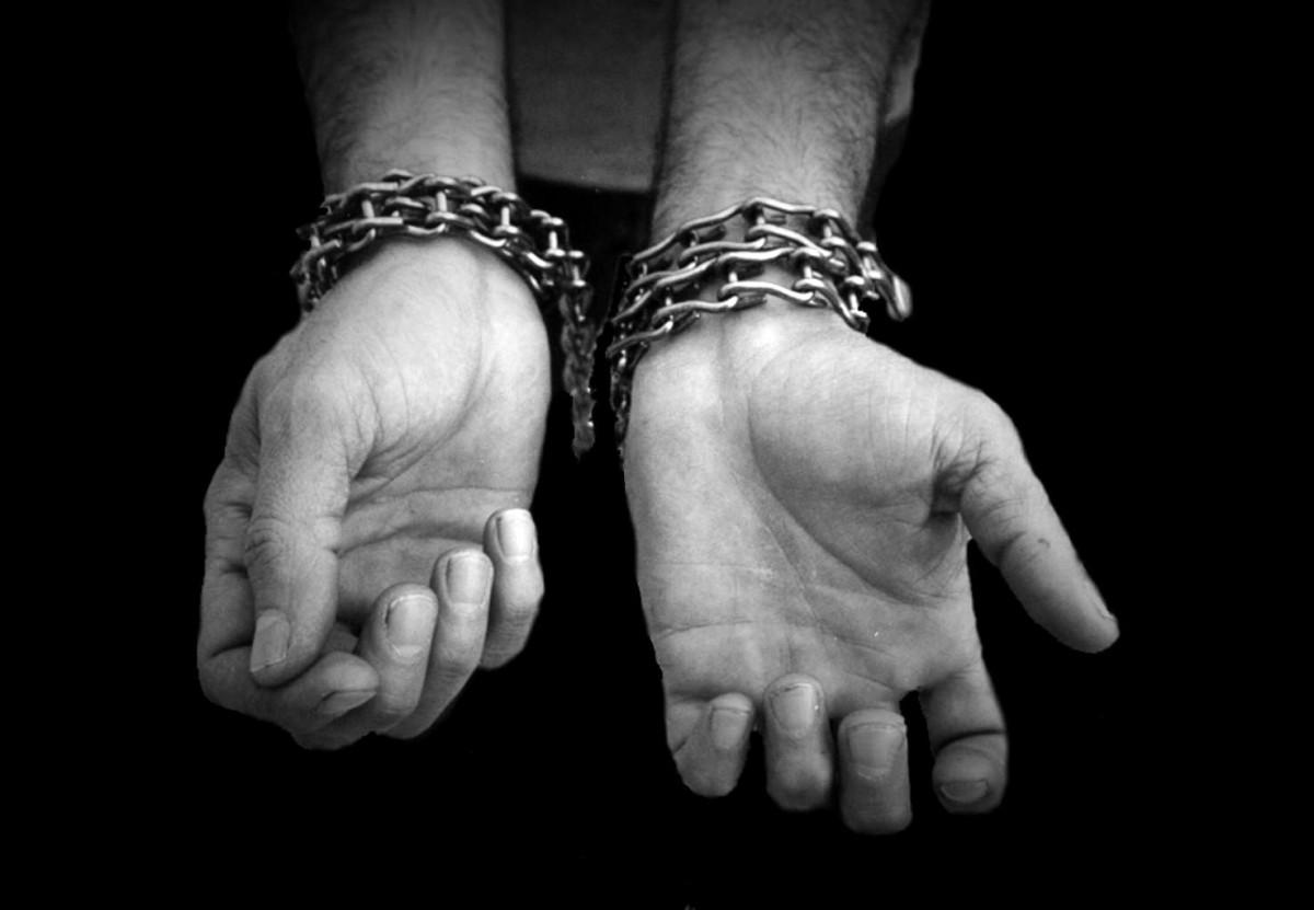 Два «криминальных авторитета» 5,5 лет мучили бобруйчанина