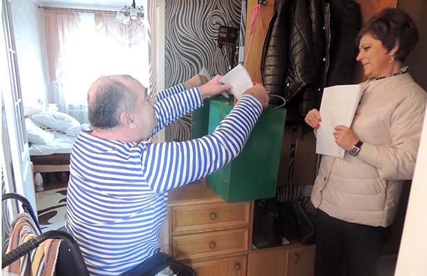 Бобруйчане голосуют на дому