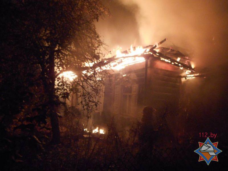 В горящем доме в Бобруйске погибла многодетная мать, дети успели спастись