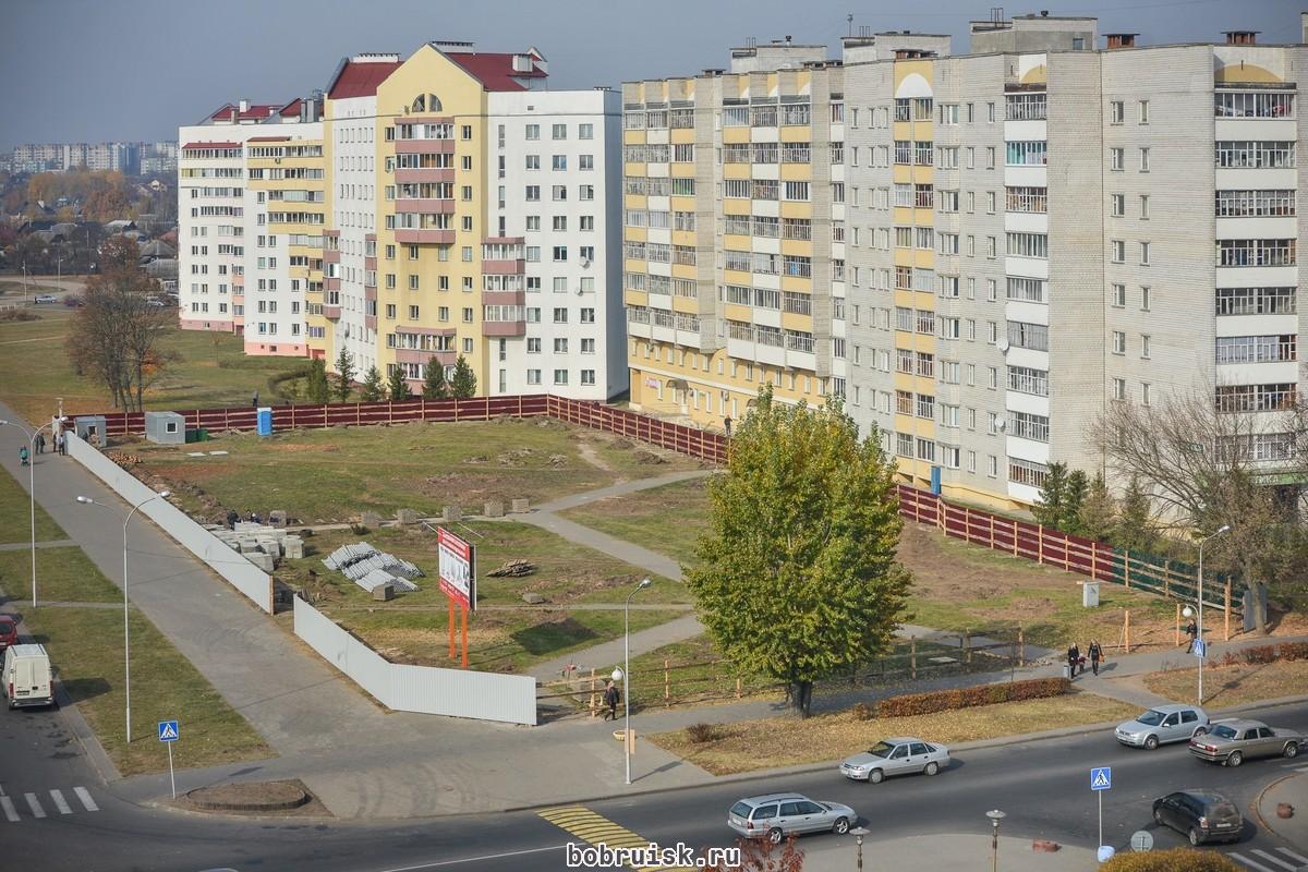 Строительство торгового центра на улице Горького.