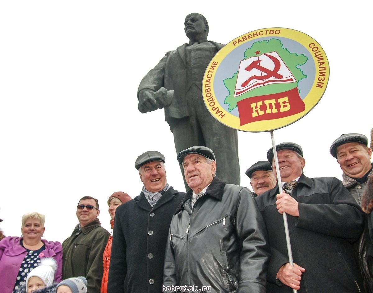 Торжественный митинг по случаю 98-й годовщины Октябрьской революции состоялся в Бобруйске