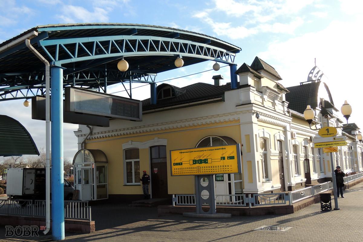 На железнодорожном вокзале в Бобруйске оборудованы места для курения