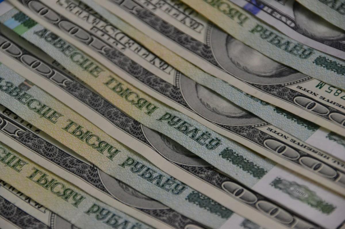 На торгах 13 ноября рубль упал к корзине, а доллар обновил максимум. Доллар подорожал на Br124 до 17?869 рублей.