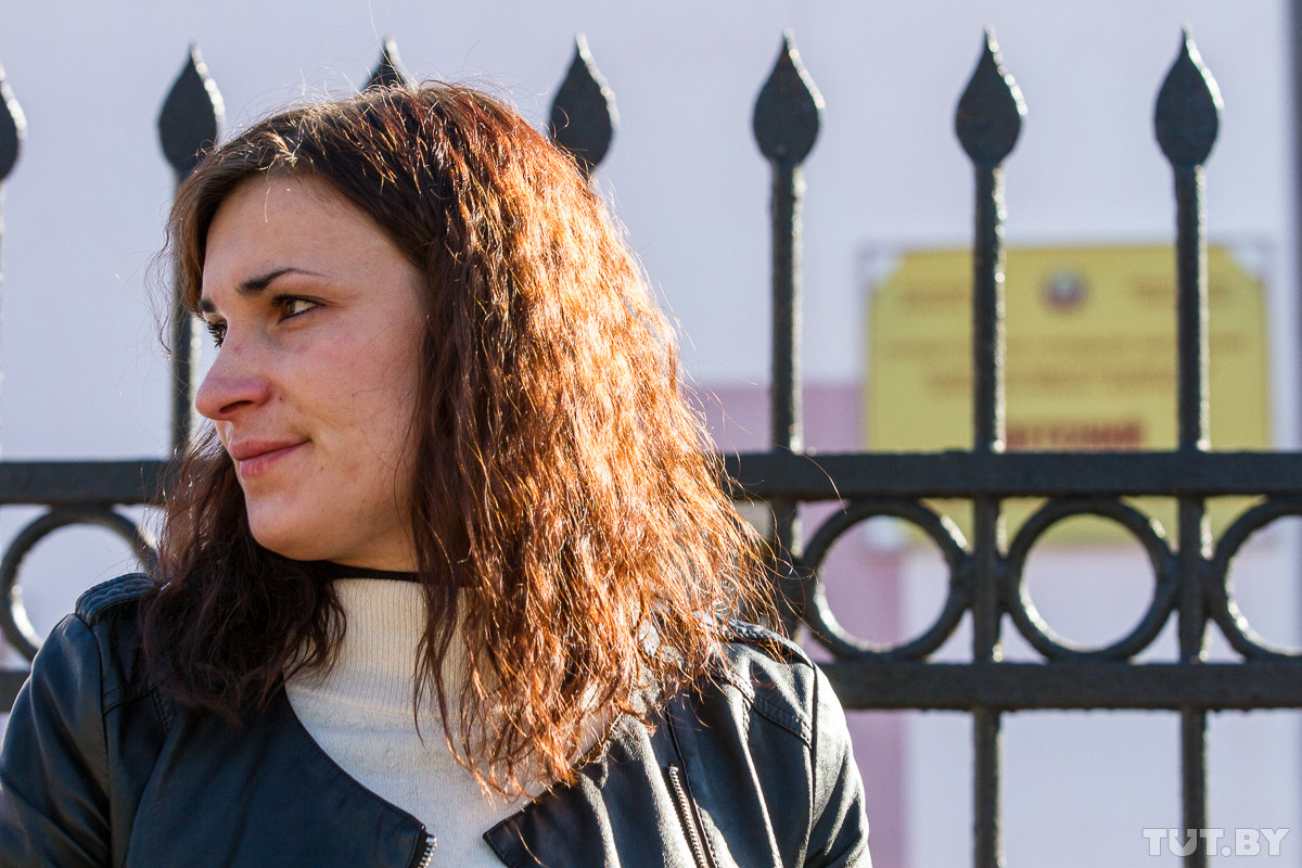 Мать-одиночку Навоеву в Бобруйске не пускают к детям