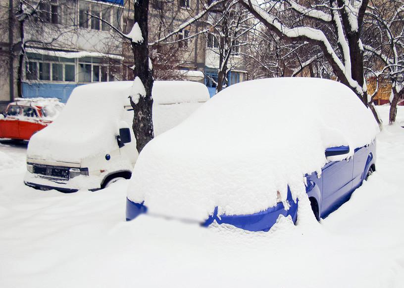 Заснеженные машины уберут с улиц Бобруйска