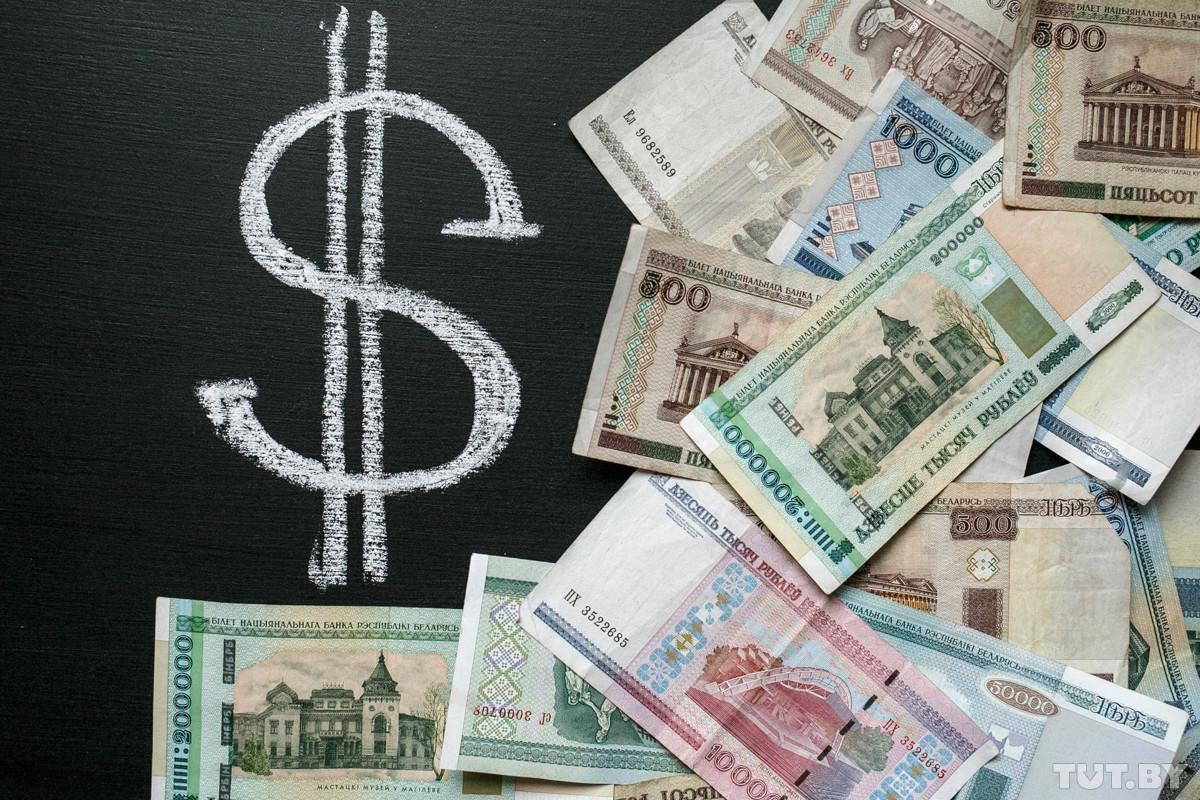 За два часа доллар в обменниках подорожал больше чем на 1700 рублей