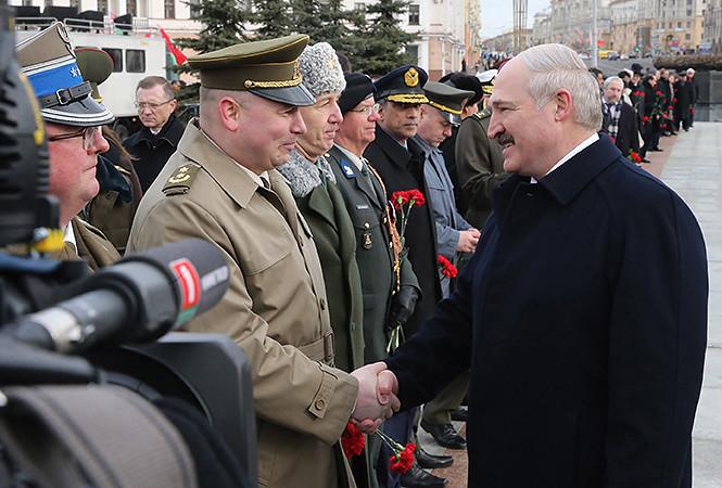 Лукашенко: белорусы покрывают 80% коммуналки