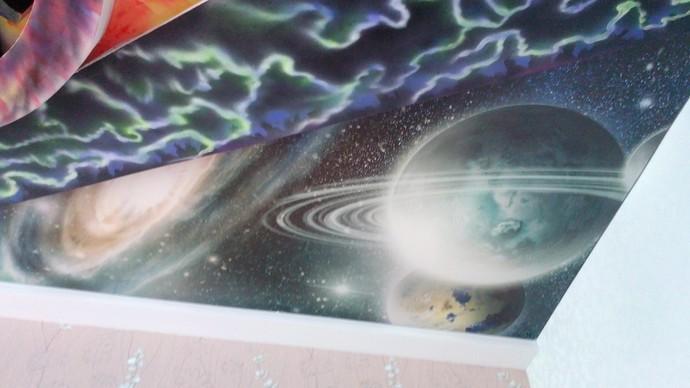 Ярый фанат The Prodigy из Бобруйска сделал «сумасшедший» потолок в своей квартире