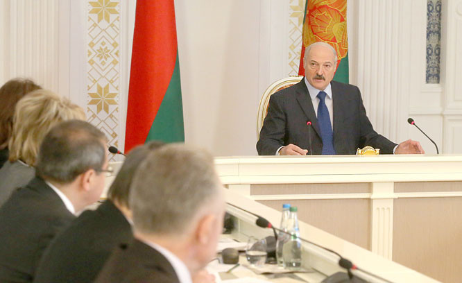 Лукашенко: спасибо старикам и молодежи за согласие повысить пенсионный возраст