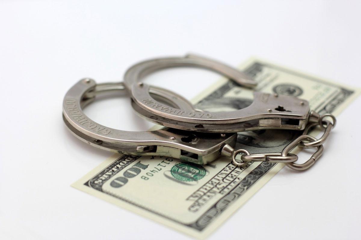 Должностные лица признаны виновными в получении взятки, бездействии должностного лица, превышении власти и служебных полномочий, а также в мошенничестве и в незаконном хранении боеприпасов.