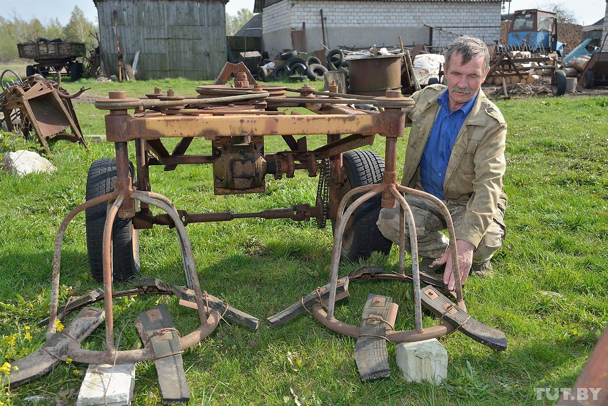 На всю деревню. Мужчина более 40 лет делает из металлолома продвинутую сельхозтехнику