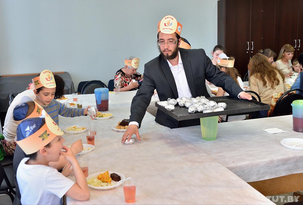 С печеной картошкой и глиняными горшками. Бобруйские евреи отпраздновали Лаг ба-Омер
