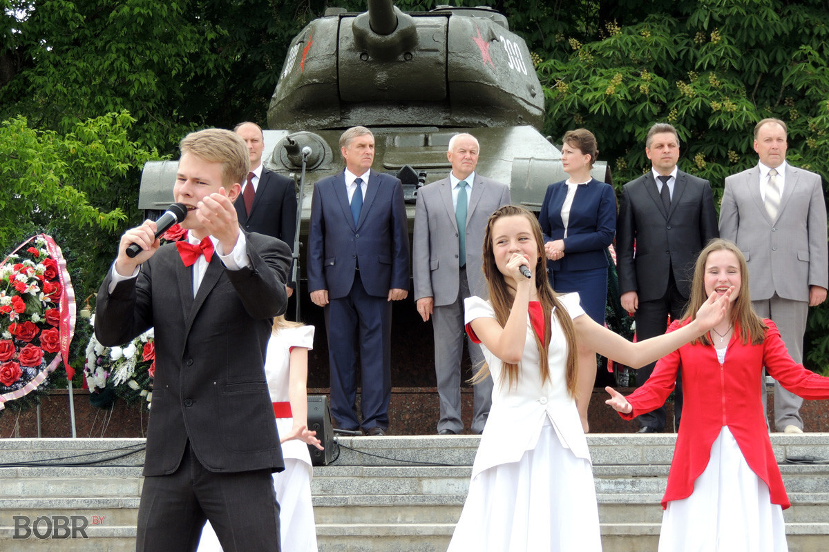 В Бобруйске прозвенел последний школьный звонок
