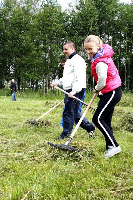 Госслужащие и руководители коммунальных предприятий в выходной работали «в поле»