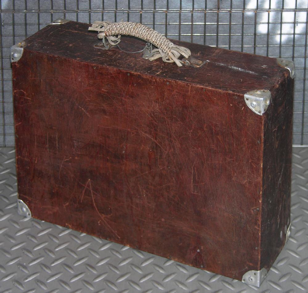 Вблизи здания Бобруйского горисполкома обнаружен деревянный чемодан. Эвакуированы 31 человек