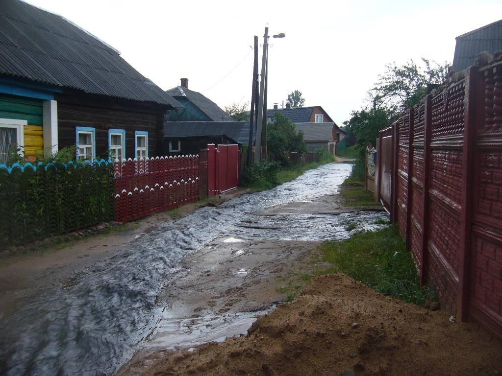27 июня в результате выпадения большого количества осадков на территории Бобруйска произошло подтопление 16 улиц, 63 домов, 58 подворий по улицам.