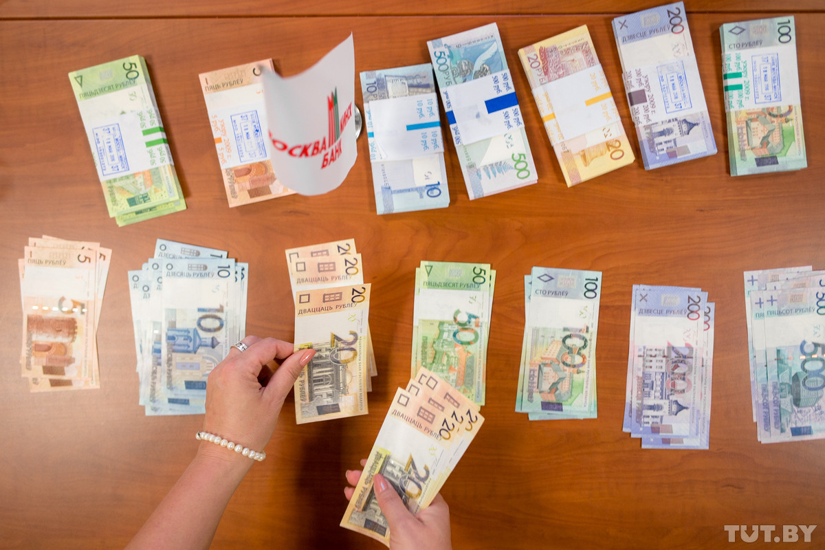 Без четырех нулей. В Беларуси произошла деноминация рубля