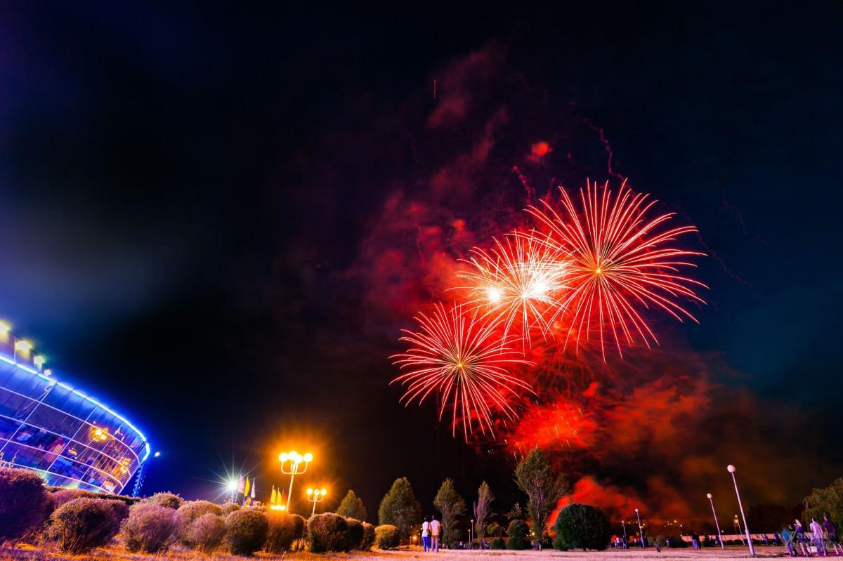 Акция «Споём Гимн вместе» и праздничный салют