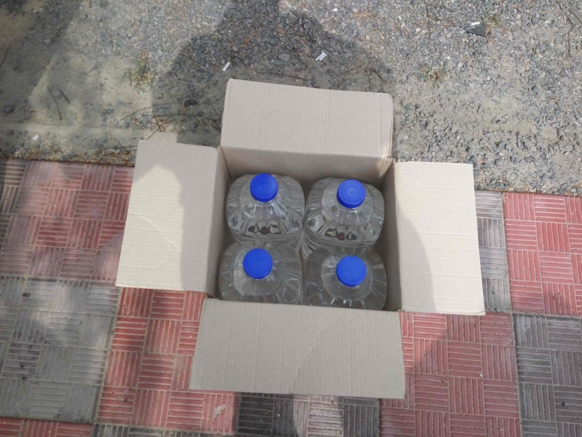 В Бобруйске сотрудники УБЭП УВД выявили подземный склад во дворе дома, где незаконно хранились более 10,5 тонн спирта и водки РФ