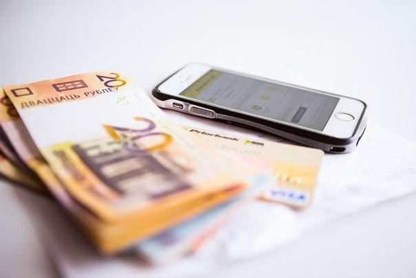 Банк случайно перевел бобруйчанину 400 тысяч долларов