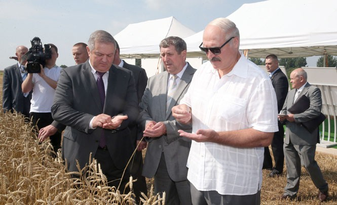 Лукашенко обещает поддержку фермерам.