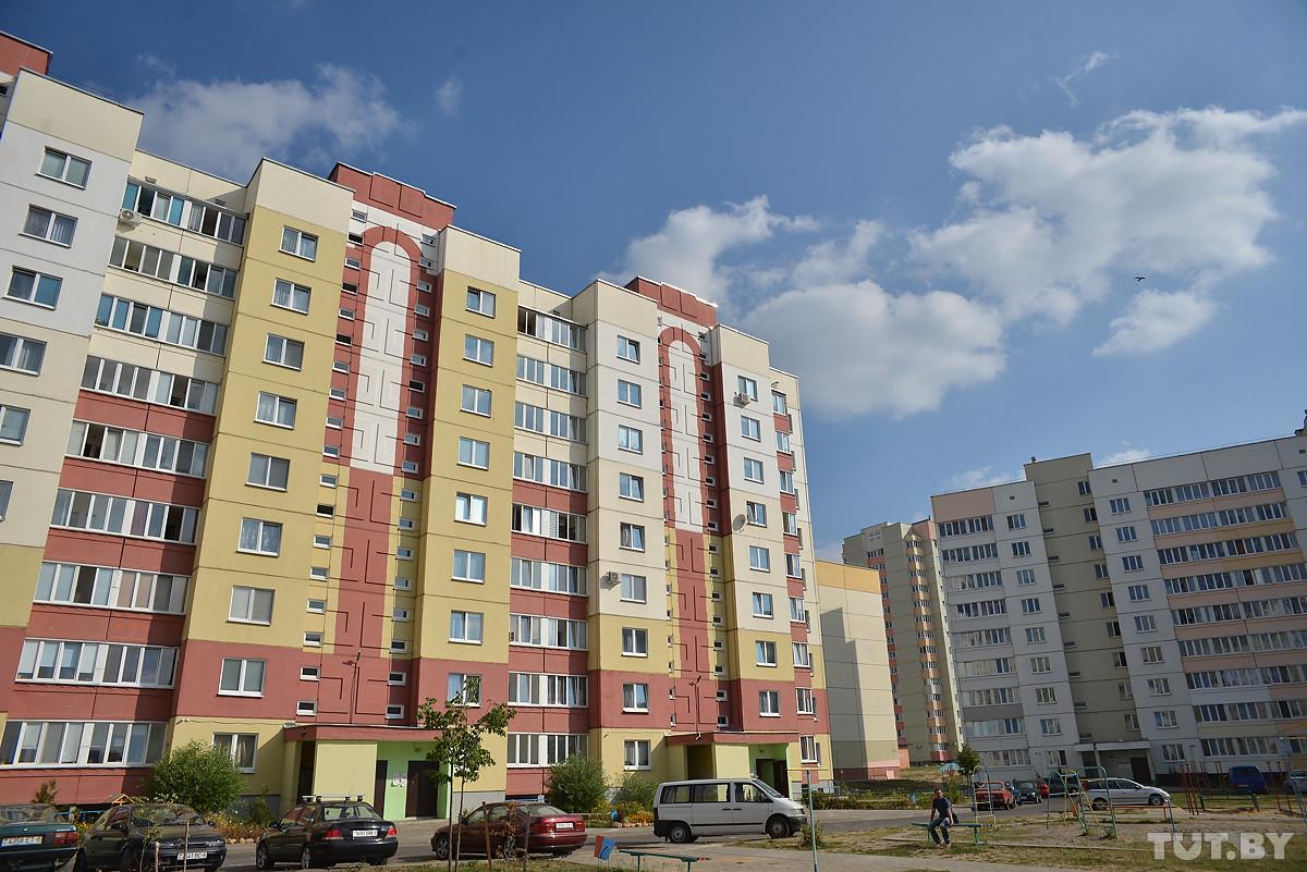 В Бобруйске на 8-летнюю девочку дома упал шкаф. Ребенок погиб