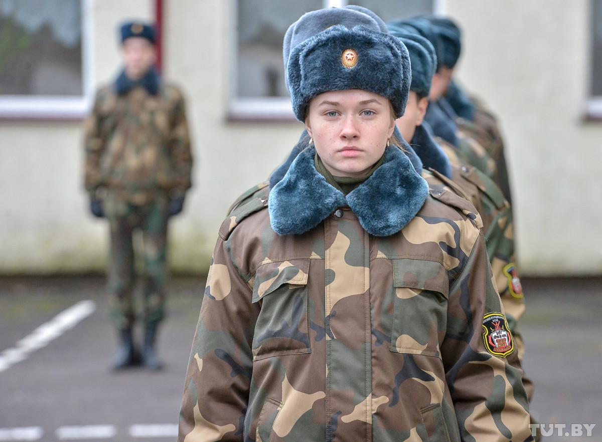 На равных с мальчишками. Как 15-летняя девушка-кадет готовится к службе в армии