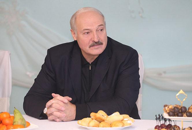 Лукашенко рассказал о лучшем подарке для себя в новом году: «Средняя зарплата в 500 долларов»