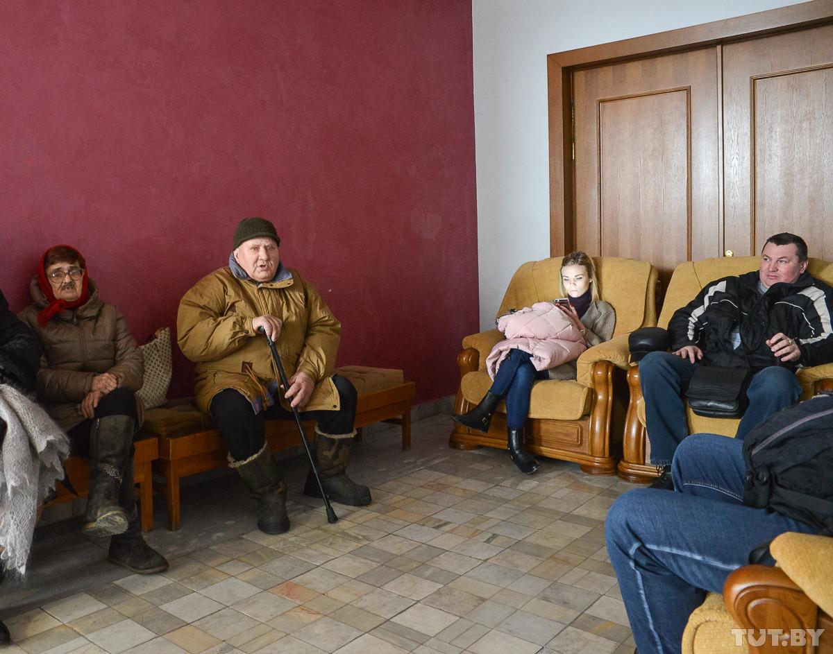 «Я не понимаю, за что должна платить!» Десятки бобруйчан пришли на прием к Снопкову по тунеядству