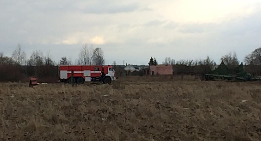 В настоящее время на аэродроме возле Бобруйска работают сотрудники МЧС и прокуратуры.