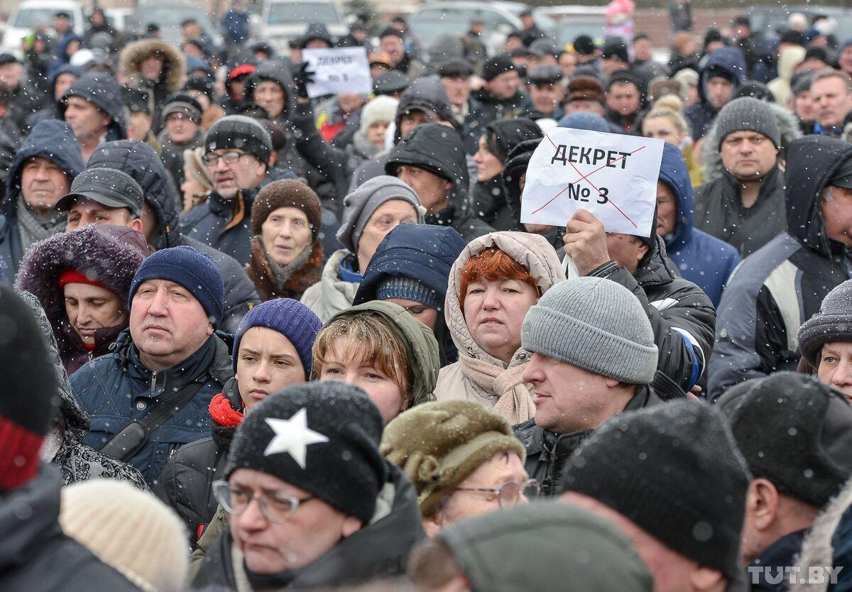«А ваш хоккей нам на фиг не нужен!» Бобруйчане вышли на митинг против декрета о тунеядстве
