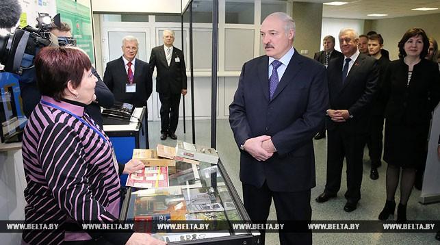 Лукашенко: «Тунеядцев» пытаются использовать в корыстных целях