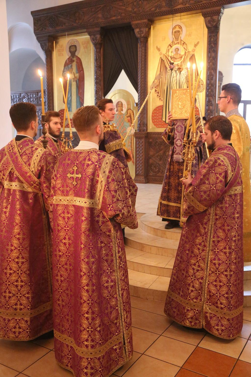 Накануне Крестопоклонной недели епископ Серафим совершил всенощное бдение в Никольском кафедральном соборе