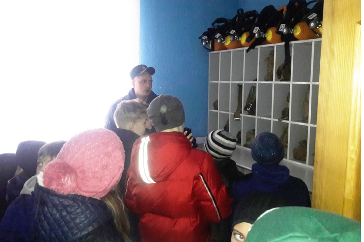 18 марта 2017 года учащиеся ГУО «Средней школы№27 города Бобруйска» посетили пожарную аварийно – спасательную часть №4 Бобруйского горрайотдела по чрезвычайным ситуациям.