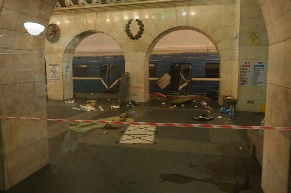 «В первые два часа была паника». Белорусы в Питере о том, что происходит в городе после теракта