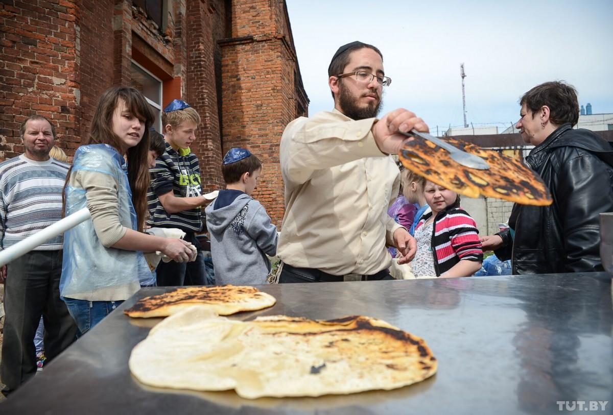 Онлайн-школа, две кухни в одном доме и Шаббат. Семья израильских хасидов - о жизни в Беларуси