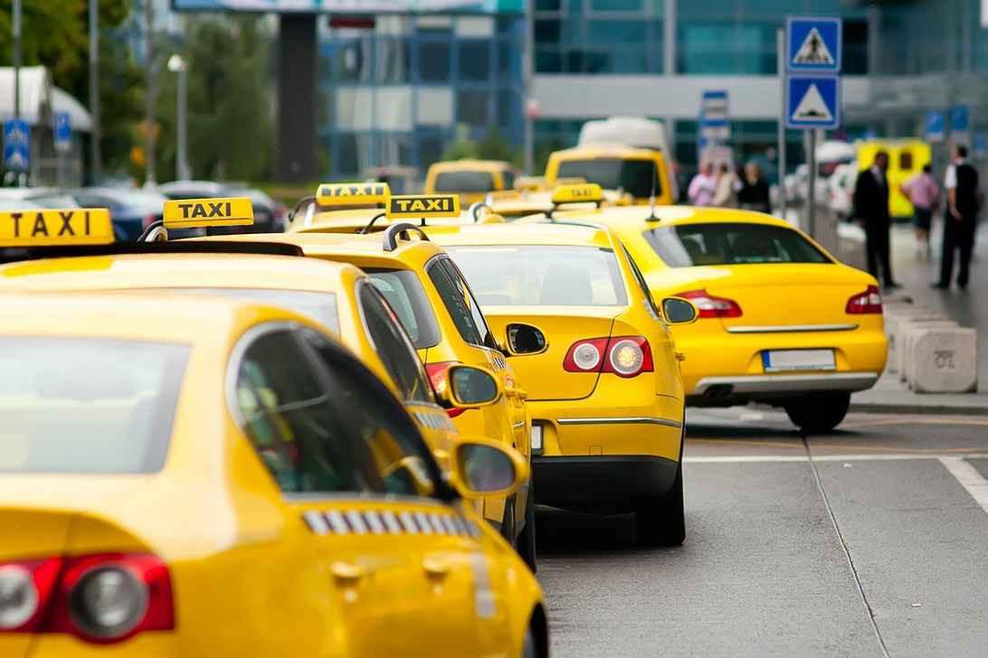 Службу такси проверили налоговики