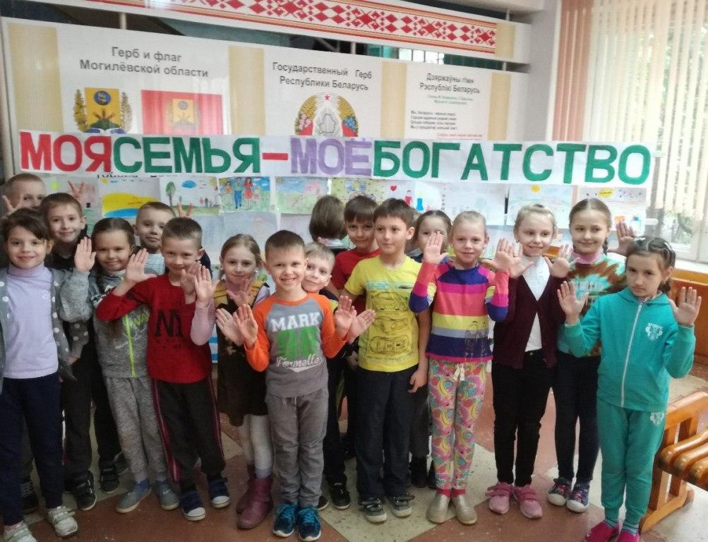 Бобруйские школьники в канун Пасхи посетили детский дом