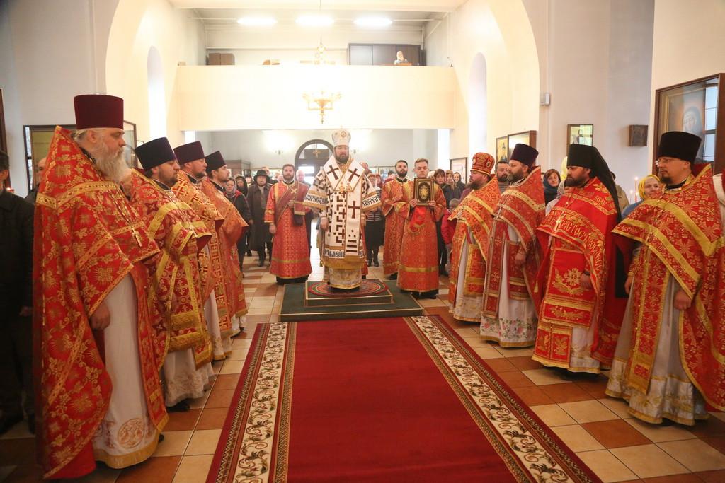 Архиерейская литургия в Неделю Жен Мироносиц в Бобруйске