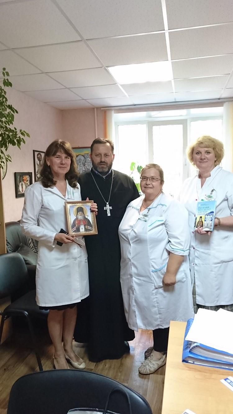 Священник поздравил медиков с профессиональным праздником
