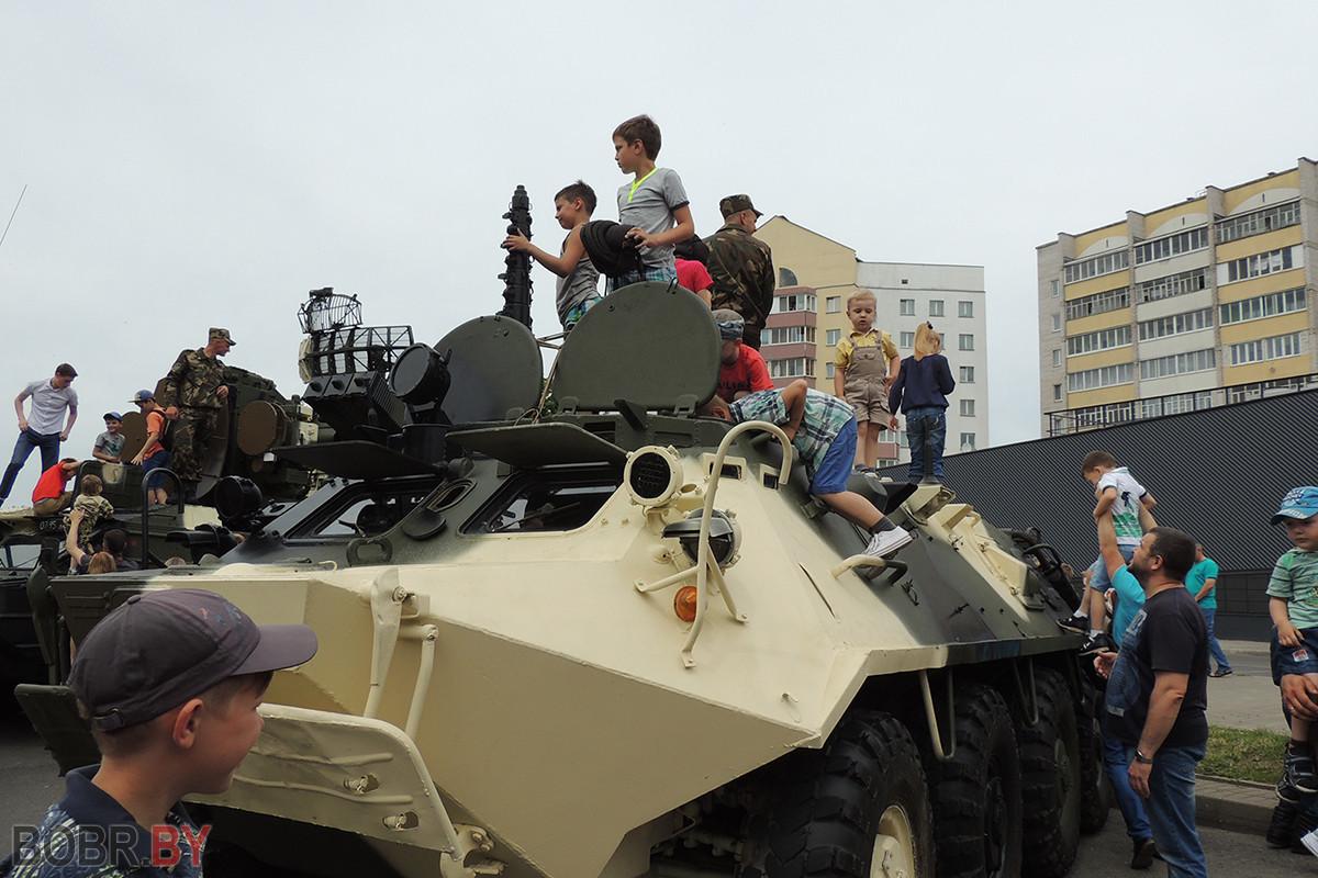 На празднике города можно было увидеть не только показ военной техники
