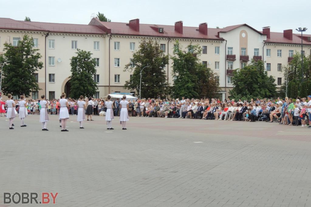 Театрализованный праздник жители и гости Бобруйска увидели на площади Ленина