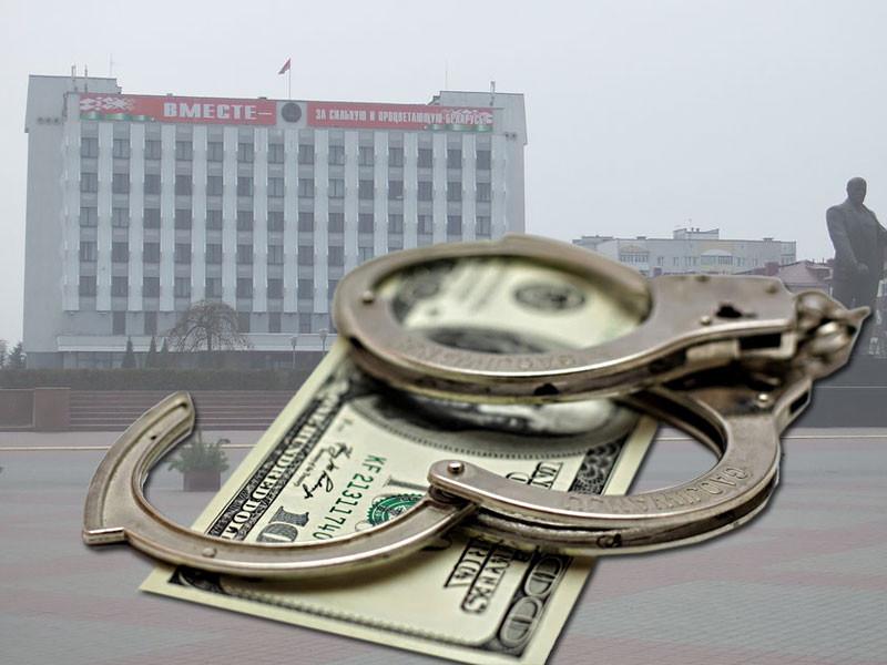 В Бобруйске за корыстные злоупотребления судят бывшего председателя горисполкома Андрея Коваленко. В общем,  за взятки, которые он получал от организаций и частных лиц.